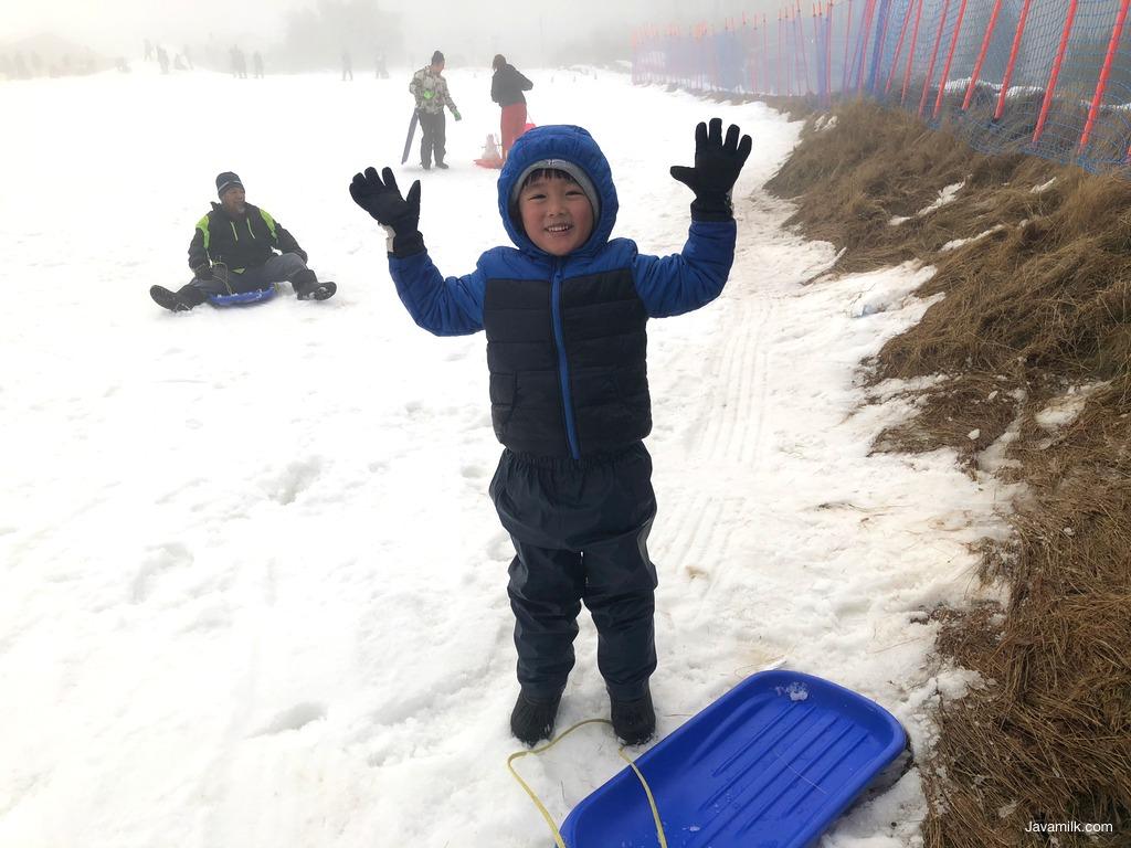 Pakaian lengkap main salju