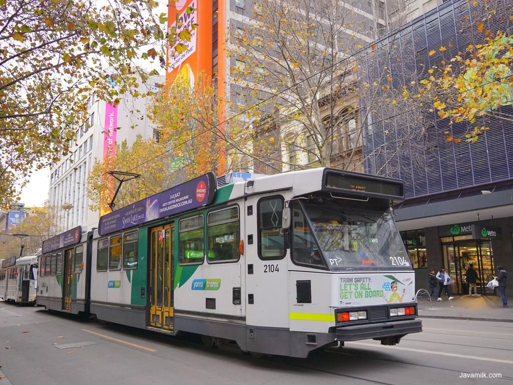 Tram di tengah kota Melbourne