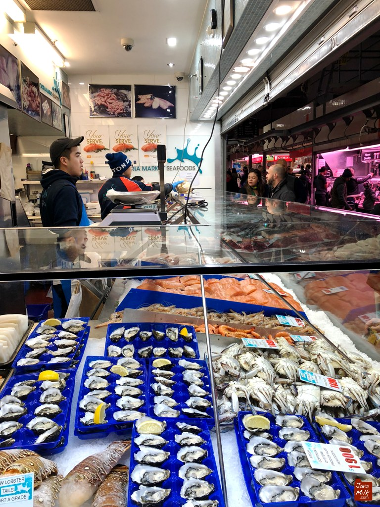 Bagian indoor market, menjual seafood dan daging mentah