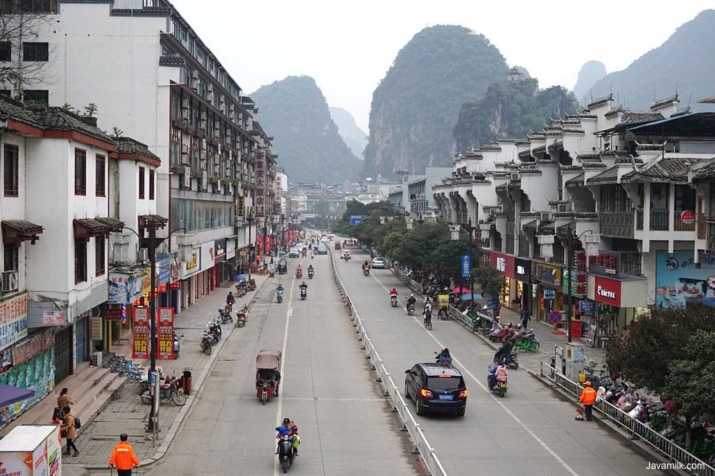 Suasana kota Yangshuo