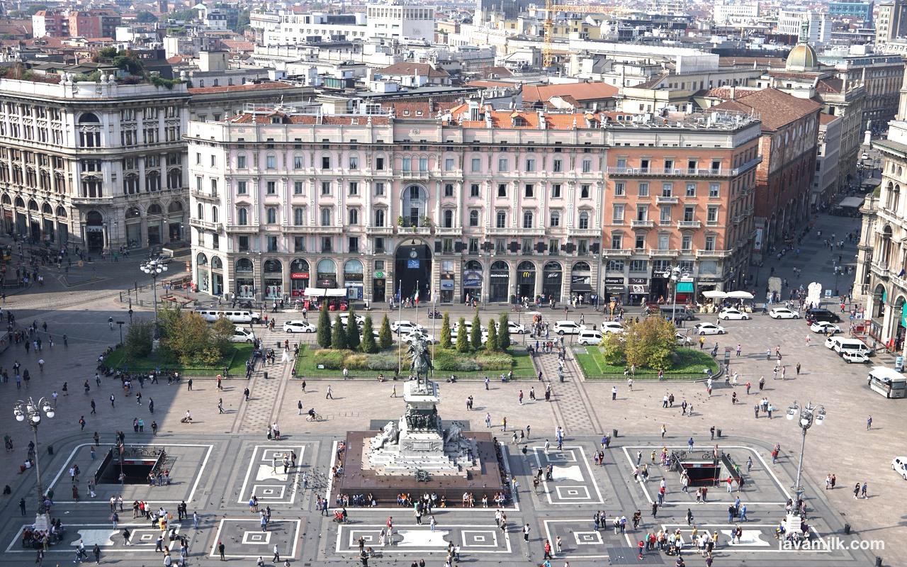 Duomo Piazza View