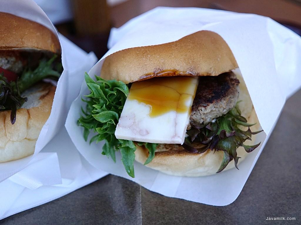 Burger dengan Furano Cheese