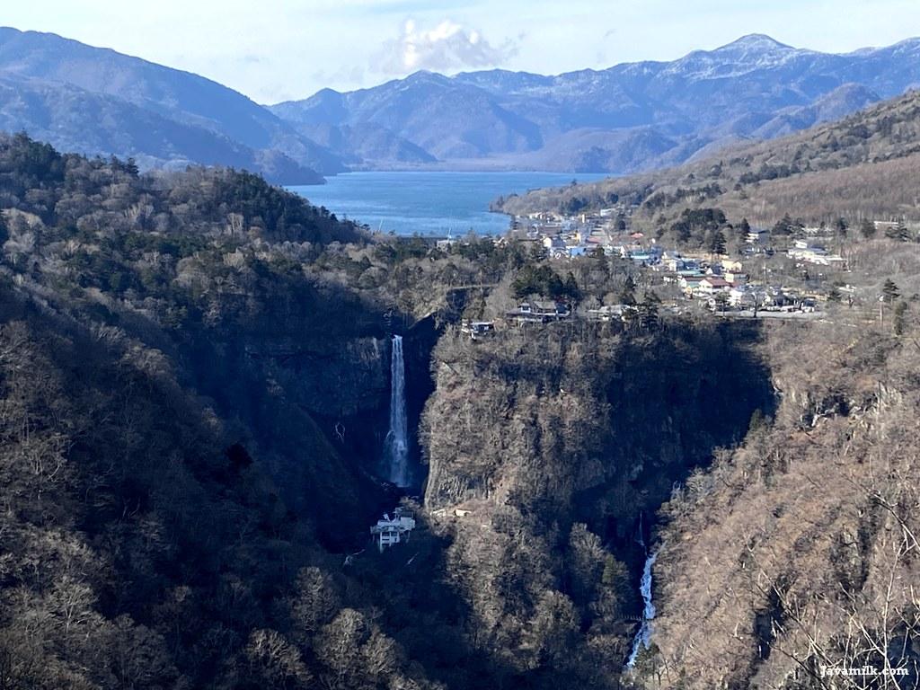 Lake Chuzenji dan Kegon Waterfall dilihat dari Akechidaira