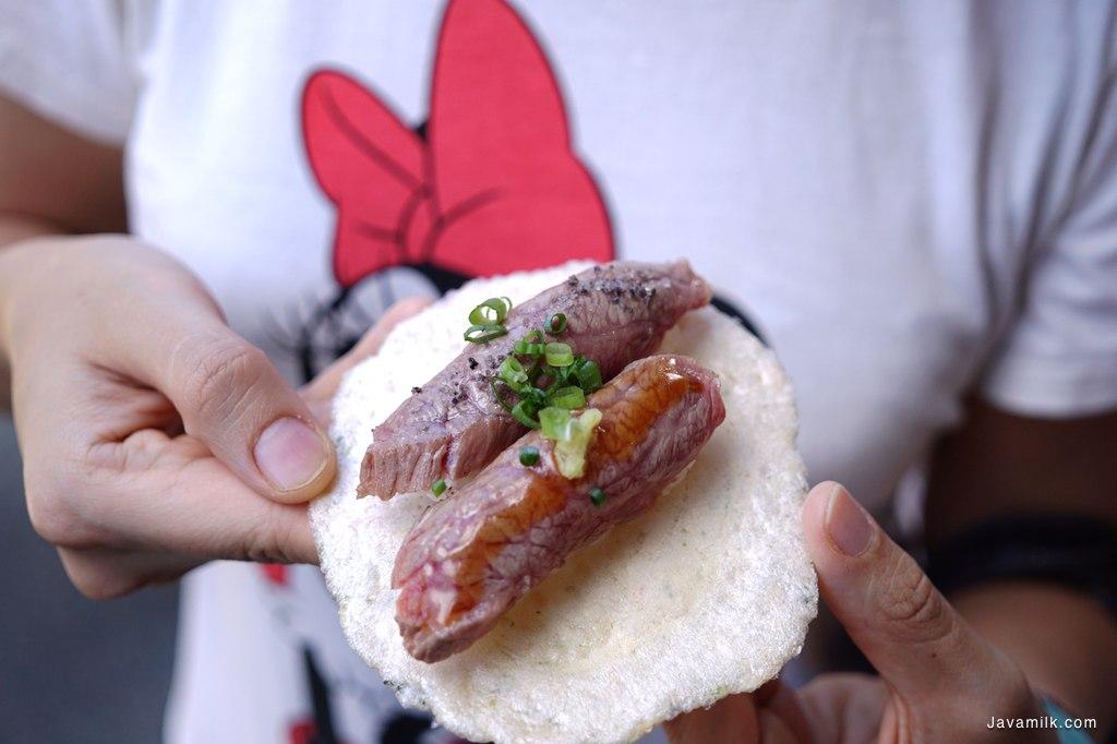 Hida beef dalam bentuk nigiri sushi, ¥600