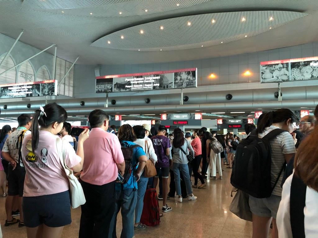 Antrian Panjang Imigrasi masuk Malaysia