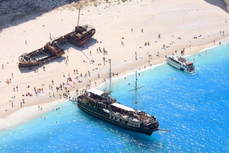 Kapal Karam Di Navagio Beach